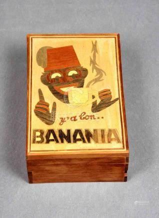 Caja de colección, años 60, en madera con decoración de marq