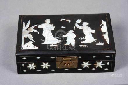 Joyero chino en madera de ébano y marquetería de nácar, con