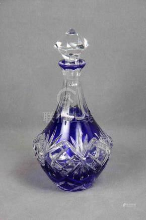Licorera en cristal de Bohemia tallado de color azul cobalto