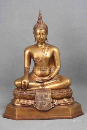 Buda birmano en bronce dorado, circa 1940, en posición de me