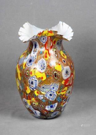 Jarrón en cristal de Murano dorado, estilo millefiori. Alt.: