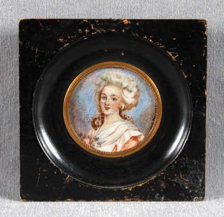 Miniatura sobre placa de marfil representando a Mª Antonieta