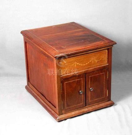 Antiguo mueble para almacenaje en madera noble, con tapa aba