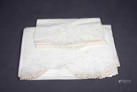 Sábana y funda de almohada en hilo bordado con motivos flora