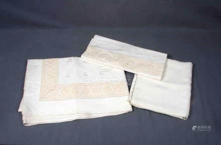 Juego de dos sábanas y funda de almohada en hilo bordado con