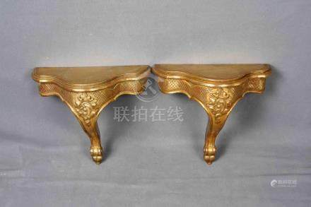 Antigua pareja de ménsulas en madera maciza tallada con moti