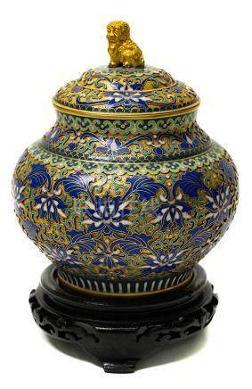 Vase with lid in gilded and enamelled metal, China, XX Century. H cm 19
