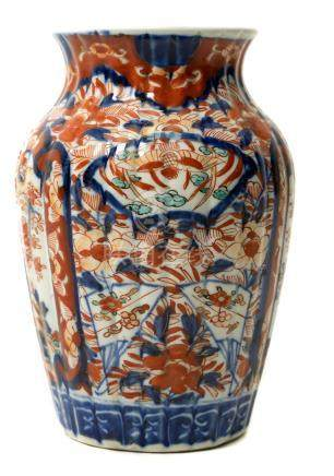 Porcelain vase of Imari, Japan, XIX Century. H 22 cm