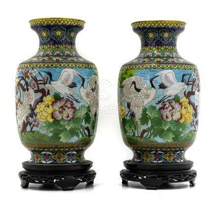 Pair of porcelain vases with bird decorations, China,, XX Century, con base. H cm 45