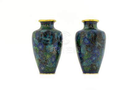 Pair of porcelain vases, China, XX Century. H cm 21