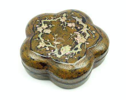 Japanese lacquer incense box and cover,