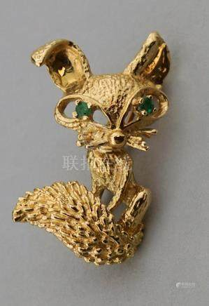 14K YELLOW GOLD AND EMERALD FOX PIN