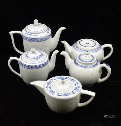 CHINESE BLUE WHITE PORCELAIN TEAPOT, SET OF 5