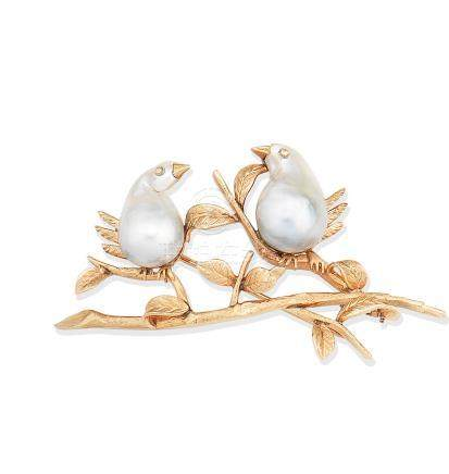 A cultured pearl novelty brooch