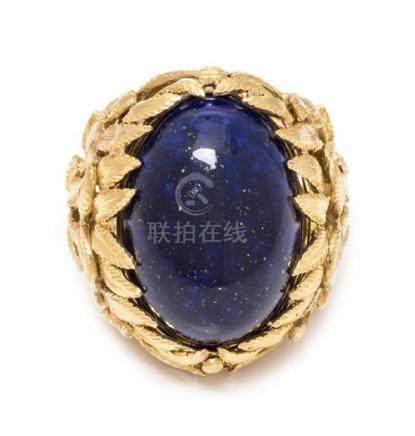 An 18 Karat Yellow Gold and Lapis Lazuli Bombe Ring,