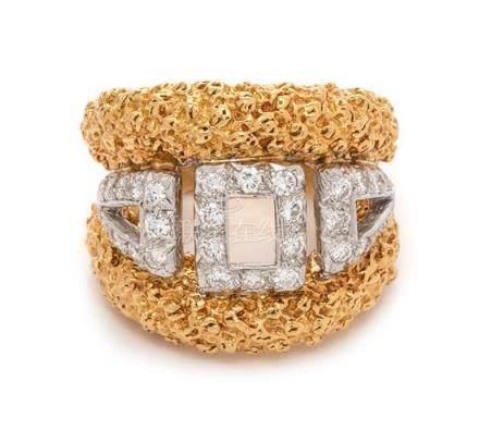 An 18 Karat Bicolor Gold and Diamond Ring, 11.40 dwts.