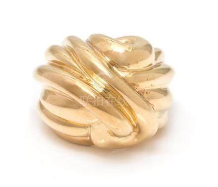 An 18 Karat Yellow Gold Bombe Ring, 18.20 dwts.