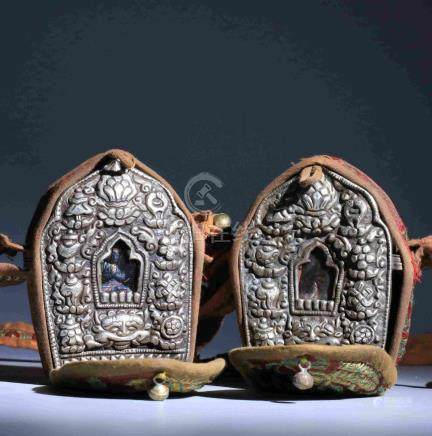 QING DYNASTY TIBETAN PORTABLE NICHE FOR A BUDDHA STATUE