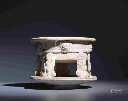 CERAMIC BURNER WITH FIVE FIGURE-SHAPED FEET AND
