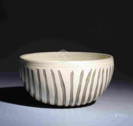 CERAMIC BOWL WITH ENGRAVED SPINNING STRIPS OUTSIDE