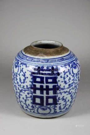 Ingwertopf, blau-weiß mit floralem Dekor staffiert, sowie Zeichen, Deckel fehlt, H.: 21 cm.