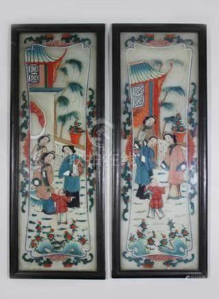 Hinterglasmalerei, China, Paar, Häusliche Szenen: Frauen mit Kind, Lichtmaße 57,5 x 19 cm., gerahmt,
