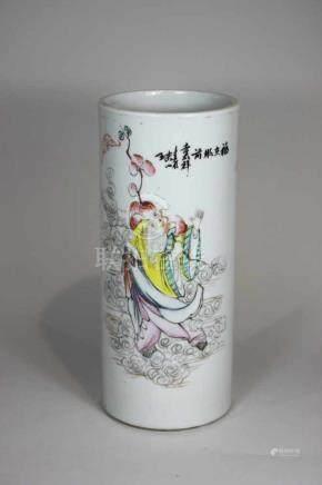 Großer Pinselbecher, China 19. Jh., polychrom staffiert, Motiv eines Weisen, H.: 28,5 cm, Durchm. 11