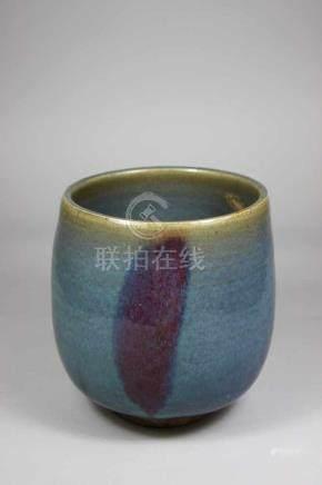 Gefäß, um 1900, Keramik glasiert, mit grünblauem Farbverlauf, Rand bestoßen, H.: 14,5 cm.