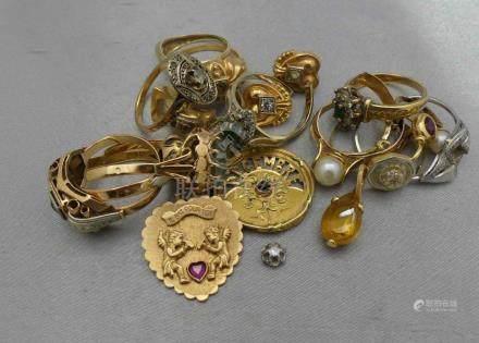 [RP]  Un lot de bijoux en or 750 millièmes, ornés de pierres précieuses ou fan
