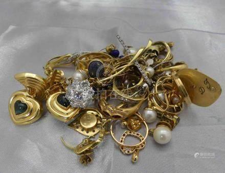 [RP]  Un lot de bijoux, en or 750 millièmes, en bris, avec pierres précieuses