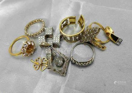 [RP]  Un lot de petits bijoux en or 750 millièmes, agrémentés de diamants, cer