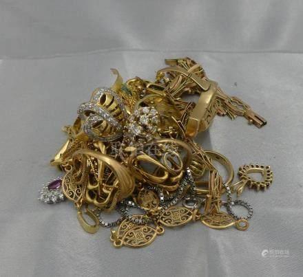 [RP]  Un lot de bijoux en or 585 ou 375 millièmes, certains agrémentés de pier