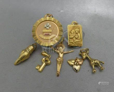 Un lot de médailles et pendentifs en or 750 millièmes, dont une médaille d'am