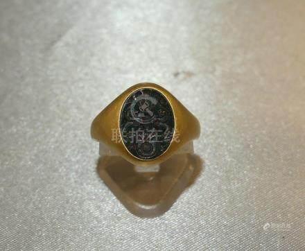 Une chevalière en or jaune 750 millièmes, signée WEMPE, sertie d'un jaspe sa