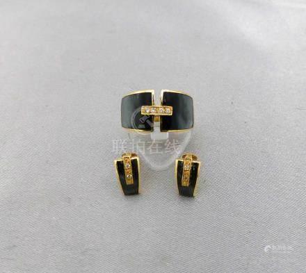 Une parure en or jaune 750 millièmes, composée d'une paire de boucles d'orei