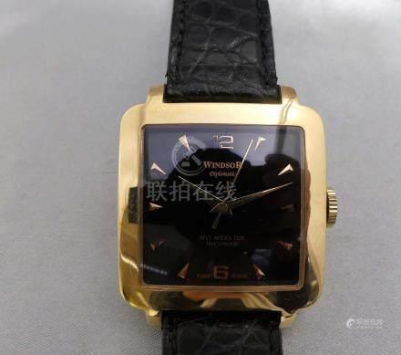 Une montre d'homme WINDSOR Diplomatic en or jaune 750 millièmes, à boîtier c