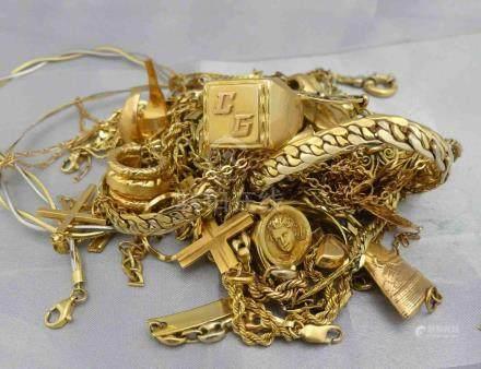 [RP]  Un lot de bris d'or 750 millièmes.Poids 215 g.Lieu de dépôt : MAGASIN DO