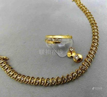 Un bracelet, bague et boutons d'oreille en or jaune 750 millièmes, pouvant c