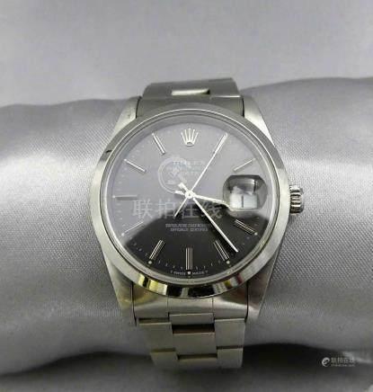 Une montre tour de bras d'homme ROLEX Oyster Perpetual Date, en acier, la lun