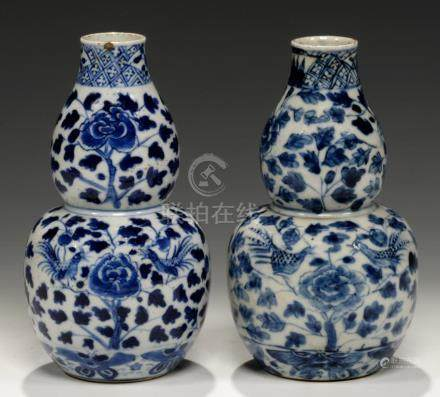 A PAIR OF CHINESE BLUE AND WHITE DOUBLE GOURD VASES, QING DYNASTY, GUANGXU PERIOD painted with peony