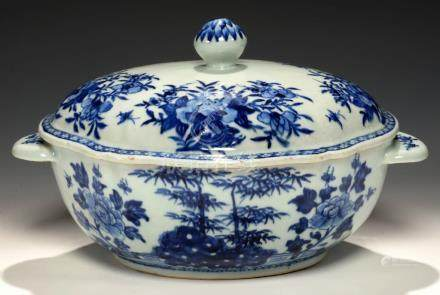 A CHINESE EXPORT PORCELAIN BLUE AND WHITE LOBED OVAL TUREEN AND COVER, C1780 painted with bamboo,