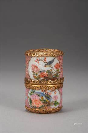 CHINESE PEKING GLASS ENAMEL SNUFF BOTTLE