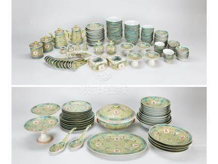 黃地粉彩「萬壽無疆」紋餐具一套共158件