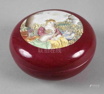 Deckeldose China1930er Jahre, am Boden mit Vier-Zeichen-Marke, Porzellan ochsenblutfarben glasiert