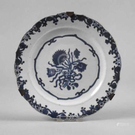 Teller China19. Jh., ungemarkt, Porzellan in kobaltblauer Unterglasurbemalung, im Spiegel