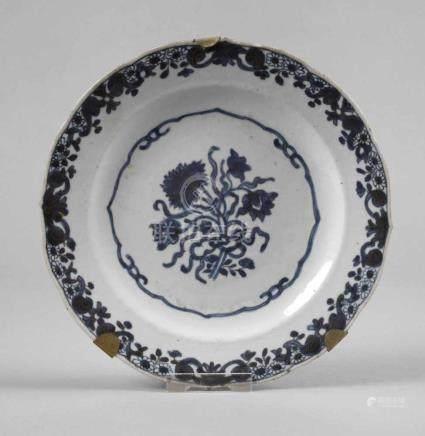 Teller China19. Jh., ungemarkt, Porzellan in kobaltblauer Unterglasurbemalung, zarte Goldstaffage,