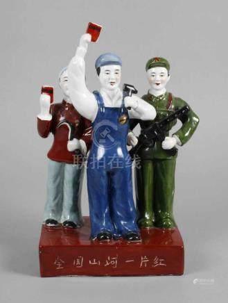 PropagandafigurChina, 1970er Jahre, am Boden ritzsigniert, an der Vorderseite bezeichnet,
