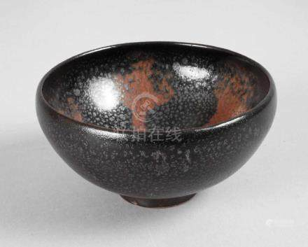 Schale Yaozhou-Warewohl 19. Jh., im Stil der nördlichen Song-Jin-Dynastie, cremefarbener Scherben