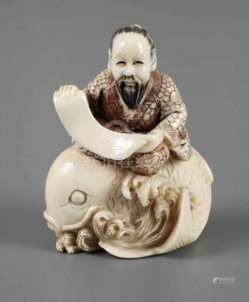 NetsukeJapan, Meiji-Zeit, an der Rückseite signiert, Elfenbein fein beschnitzt, aufwendig graviert