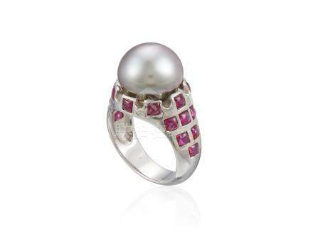 CULTURED PEARL AND RUBY RING